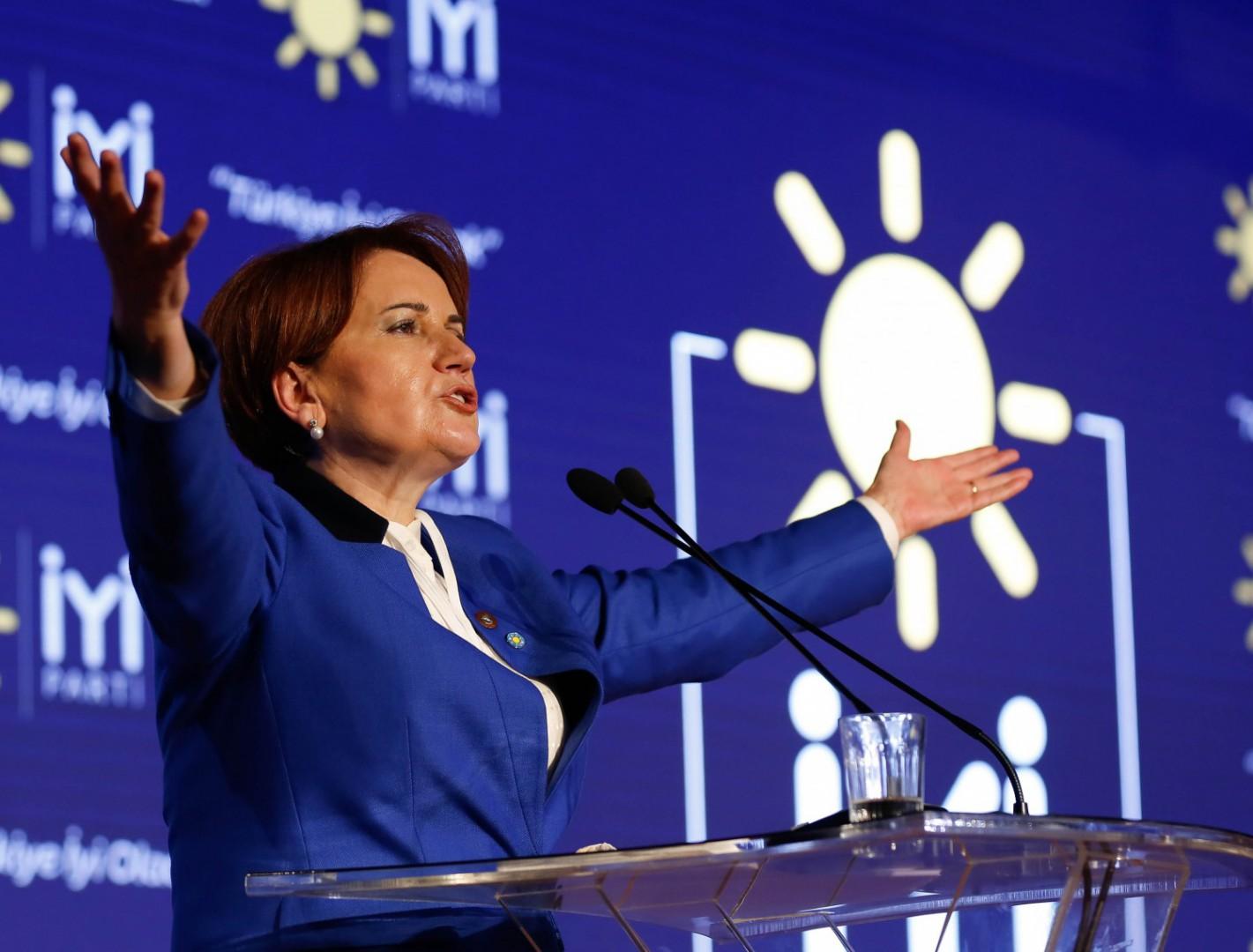 Meral Akşener presenta il suo nuovo partito ad Ankara
