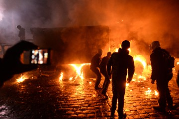 Dynamivska str barricades on fire. Euromaidan Protests. Events of Jan 19, 2014.