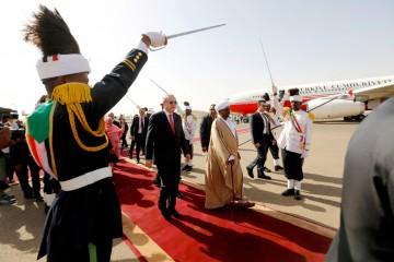 Erdogan accolto in Sudan da Omer Al Bashir