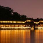 Ecco le due facce di Pechino: <br>la capitale che scaccia i suoi cittadini
