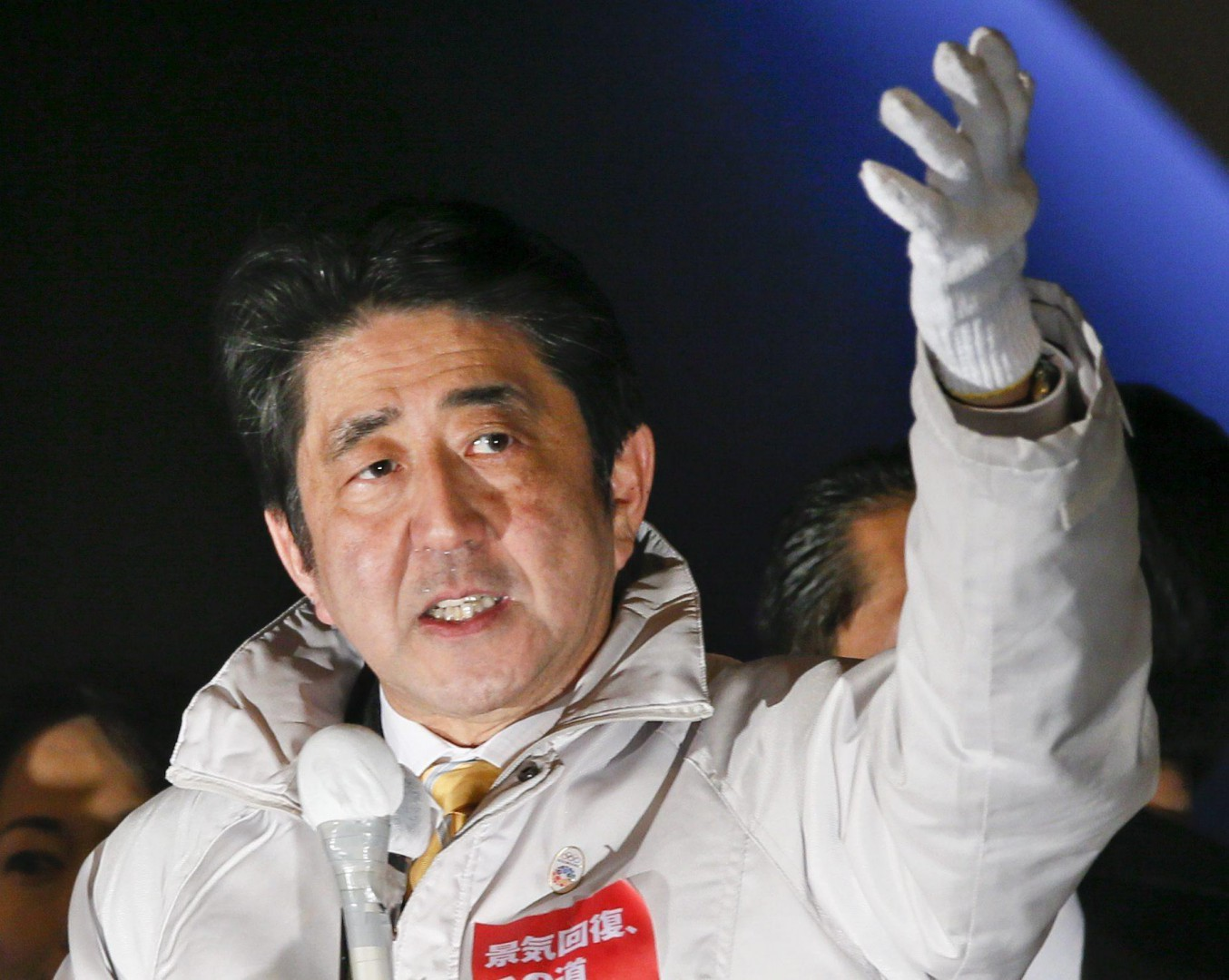 epa04527456 Japanese Prime Minister Shinzo Abe speaks to voters during last Lower House election campaign in Tokyo, Japan, 13 December 2014, the eve of the election. The Lower House election will be voted on 14 December while the polls of the election foresee the ruling Liberal Democratic Party and its coalition partner Komeito will sweep to power. The extraordinary parliamentary sessionis expected to appoint new prime minister on 24 December 2014.  EPA/KIMIMASA MAYAMA