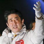 Giappone, un'ondata di scandali <br> rischia di travolgere Shinzo Abe
