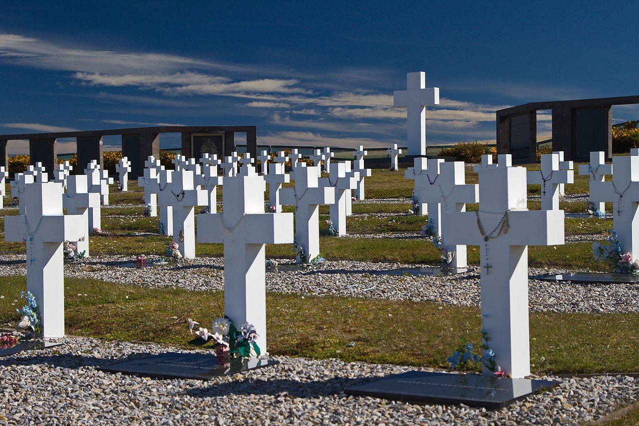 Argentine_cemetery,_Stanley