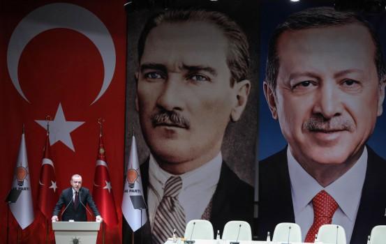 Erdogan a un comizio dell'Akp ad Ankara