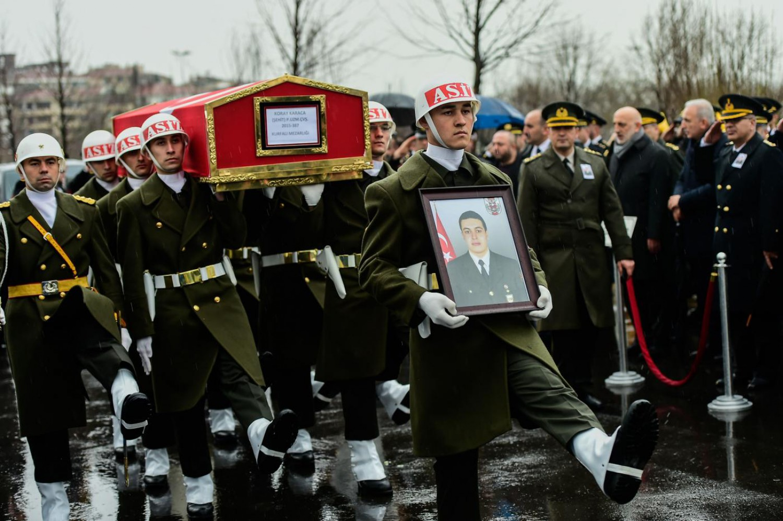 Funerali a Istanbul per Koray Karaca, militare ucciso durante l'operazione Ramo d'ulivo