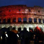 """Il Colosseo rosso per i cristiani: <br> """"Ora l'Onu riconosca il genocidio"""""""