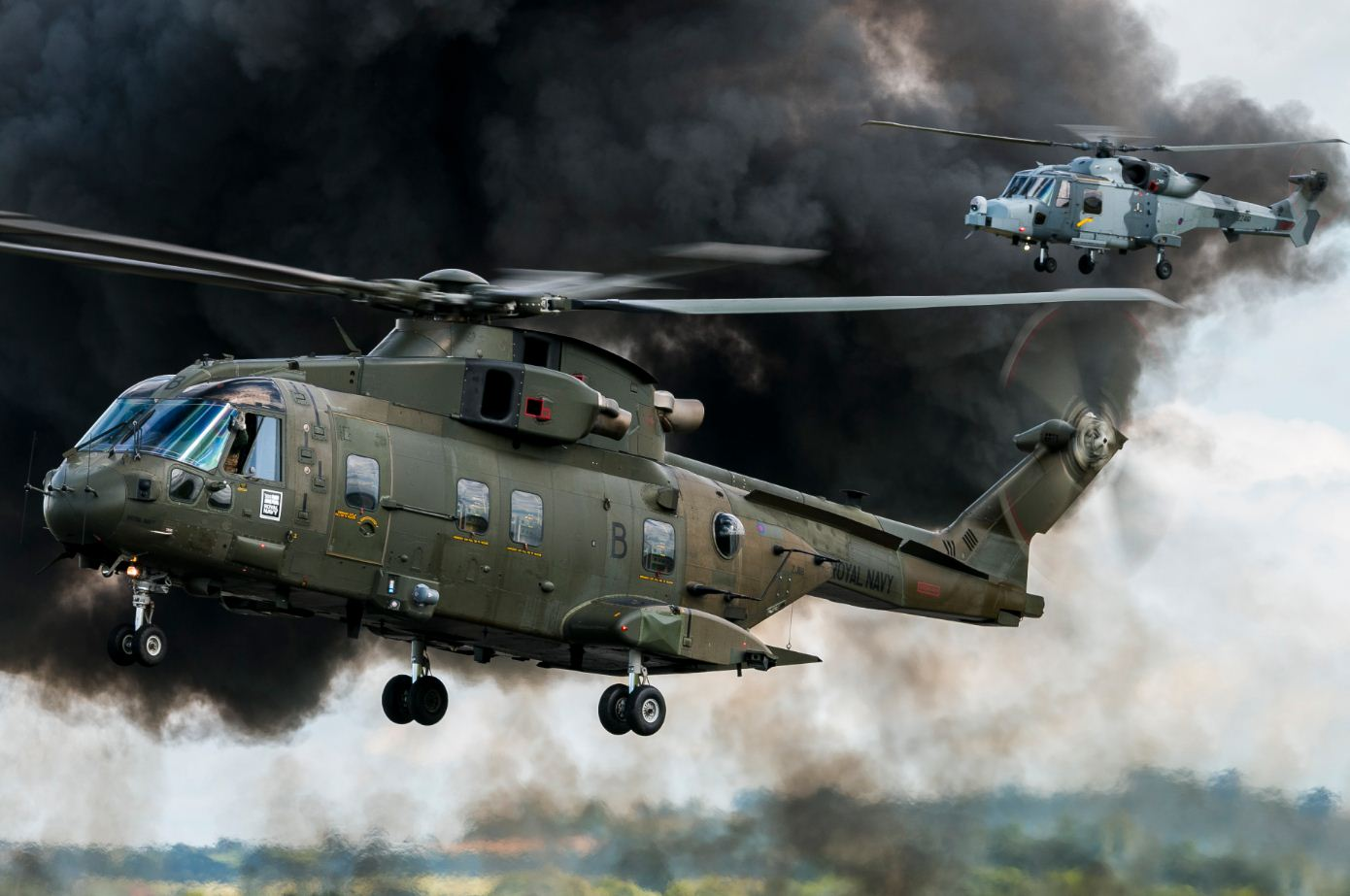Royal_Navy_Commando_Helicopter_Force_Merlin_HC3-3A,_British_Army_Wildcat_AH1_(28167968230)