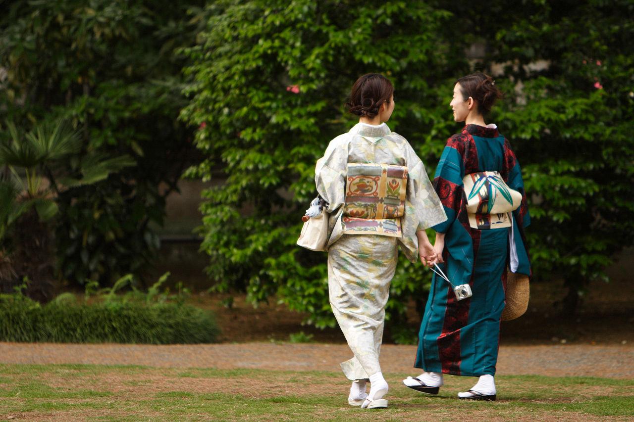 1280px-Japanese_women