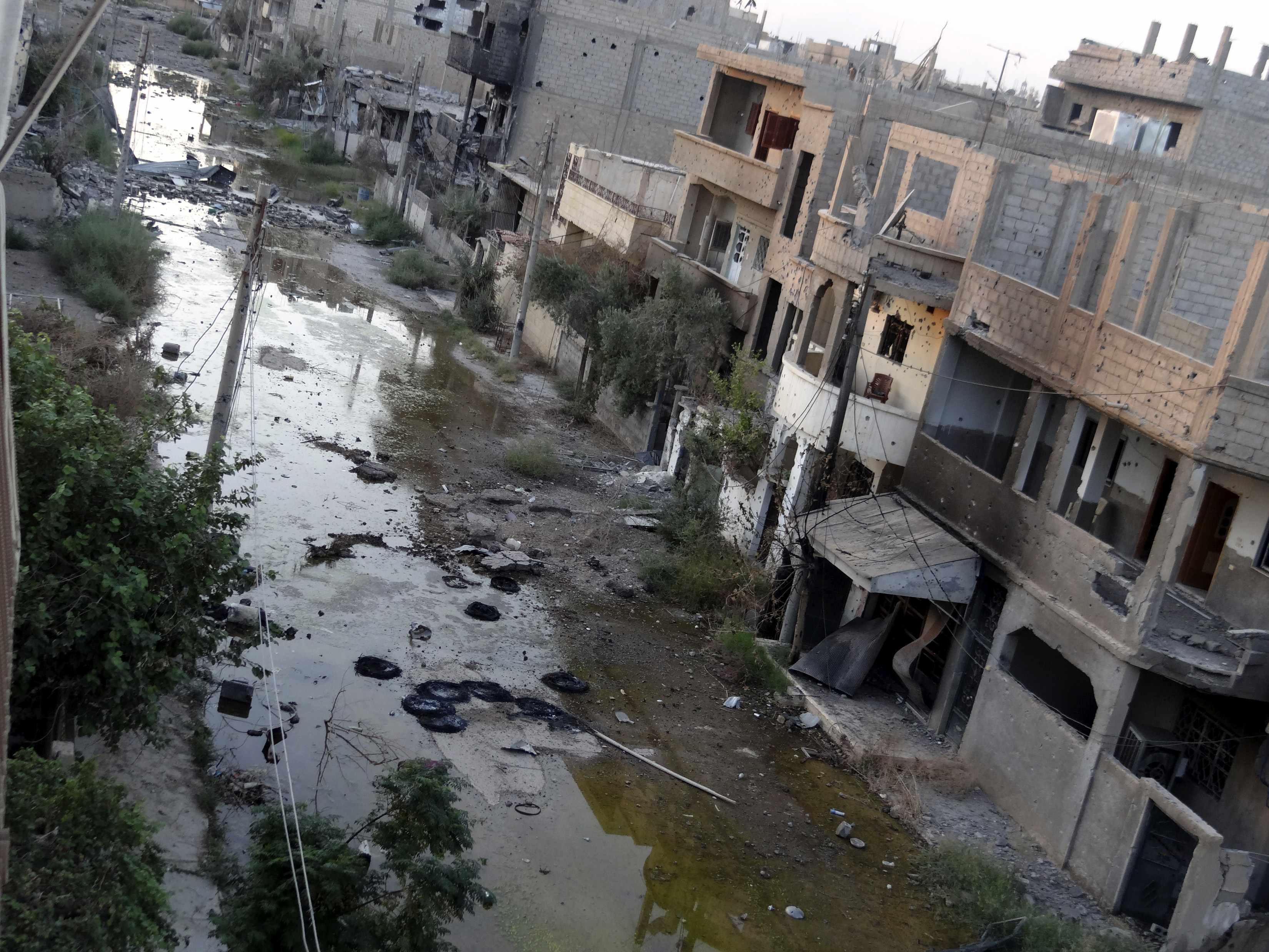 Le strade danneggiate di Deir Ezzor