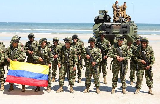 Soldati esercito della Colombia con forze Usa (Wikimedia)