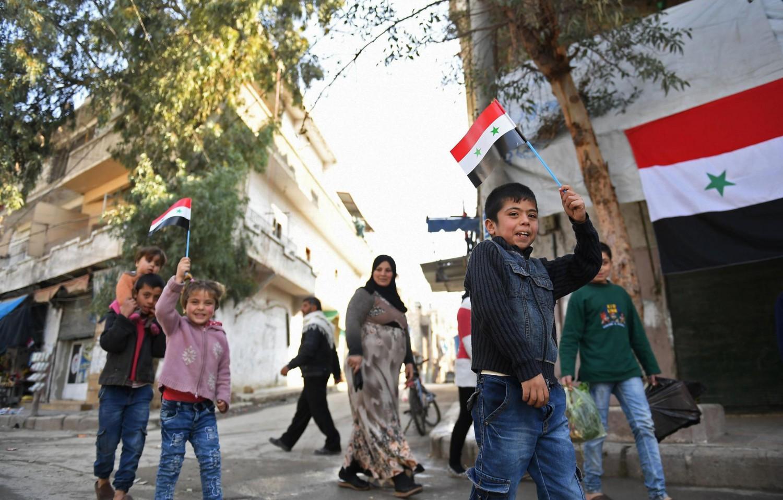 I bambini siriani sfilano nella città di Aleppo