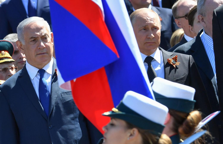 Vladimir Putin e Benjamin Netanyahu alla parata della vittoria il 9 maggio 2018 (LaPresse)