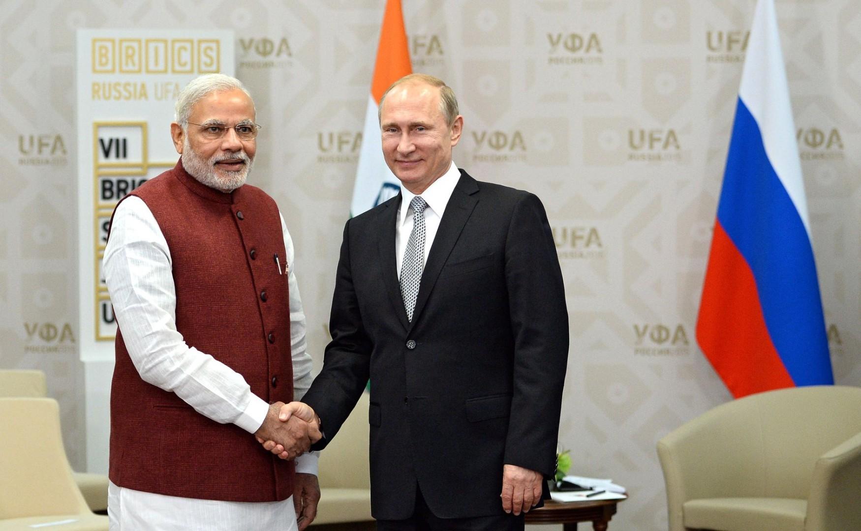 Vladimir Putin e Narendra Modi al vertice BRICS 2015 (fonte Wikipedia)