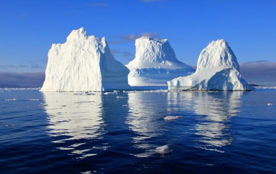 iceberg nell'oceano (Pixabay)