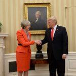Iran, Trump chiama Theresa May<br> e propone un nuovo accordo sul nucleare