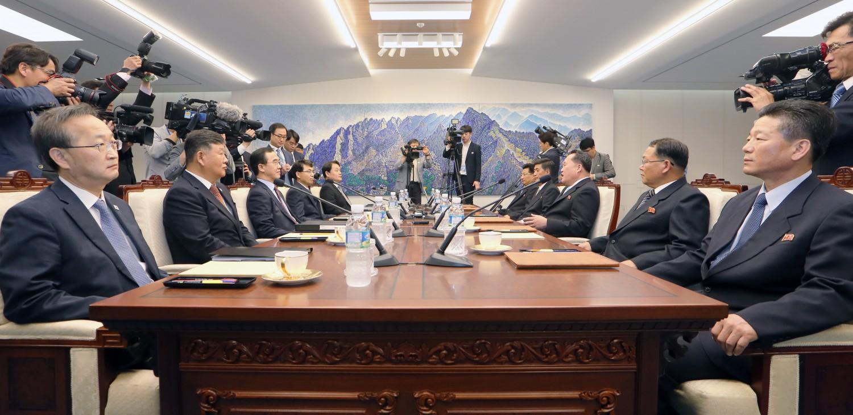 I delegati delle due Coree si incontrano a Panmunjeom (Getty)