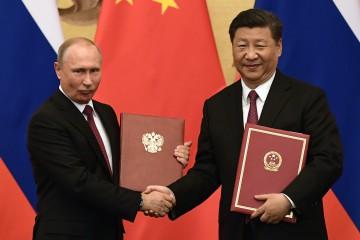 Il presidente russo Vladimir Putin è in Cina per un viaggio di tre giorni. Xi gli ha conferito la medaglia dell'Amicizia