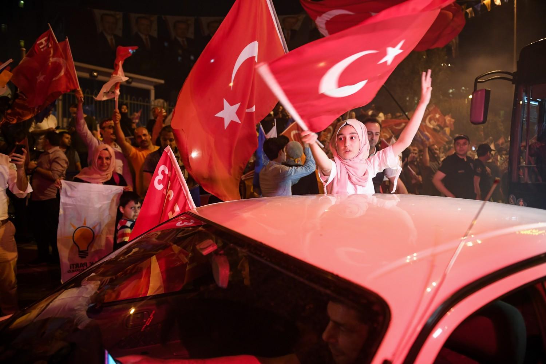 Gli elettori turchi esultano per la vittoria di Recep Tayyip Erdogan (Getty)