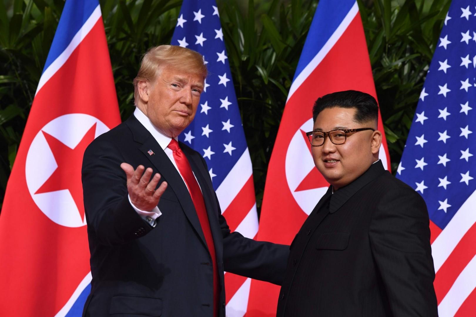 Donald Trump e Kim Jong-un a Singapore (LaPresse)