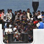 Tutti contro tutti sui migranti:<br> così l'Italia può uscire da Schengen