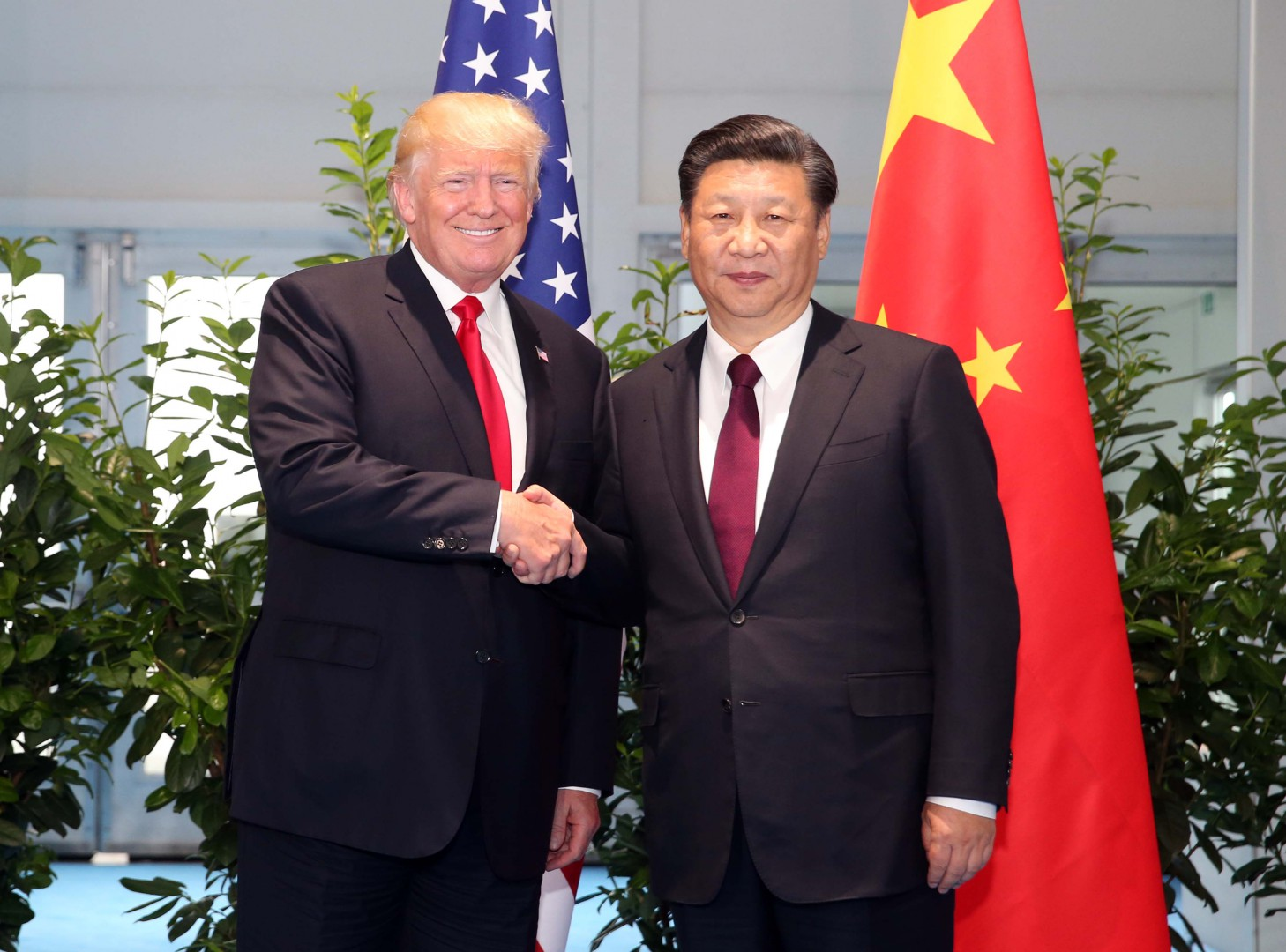 (170708) -- HAMBURG, July 8, 2017 (Xinhua) -- Chinese President Xi Jinping (R) meets with his U.S. counterpart Donald Trump to discuss bilateral ties and global hot-spot issues on the sidelines of a Group of 20 (G20) summit, in Hamburg, Germany, July 8, 2017.  (Xinhua/Yao Dawei) (lb)