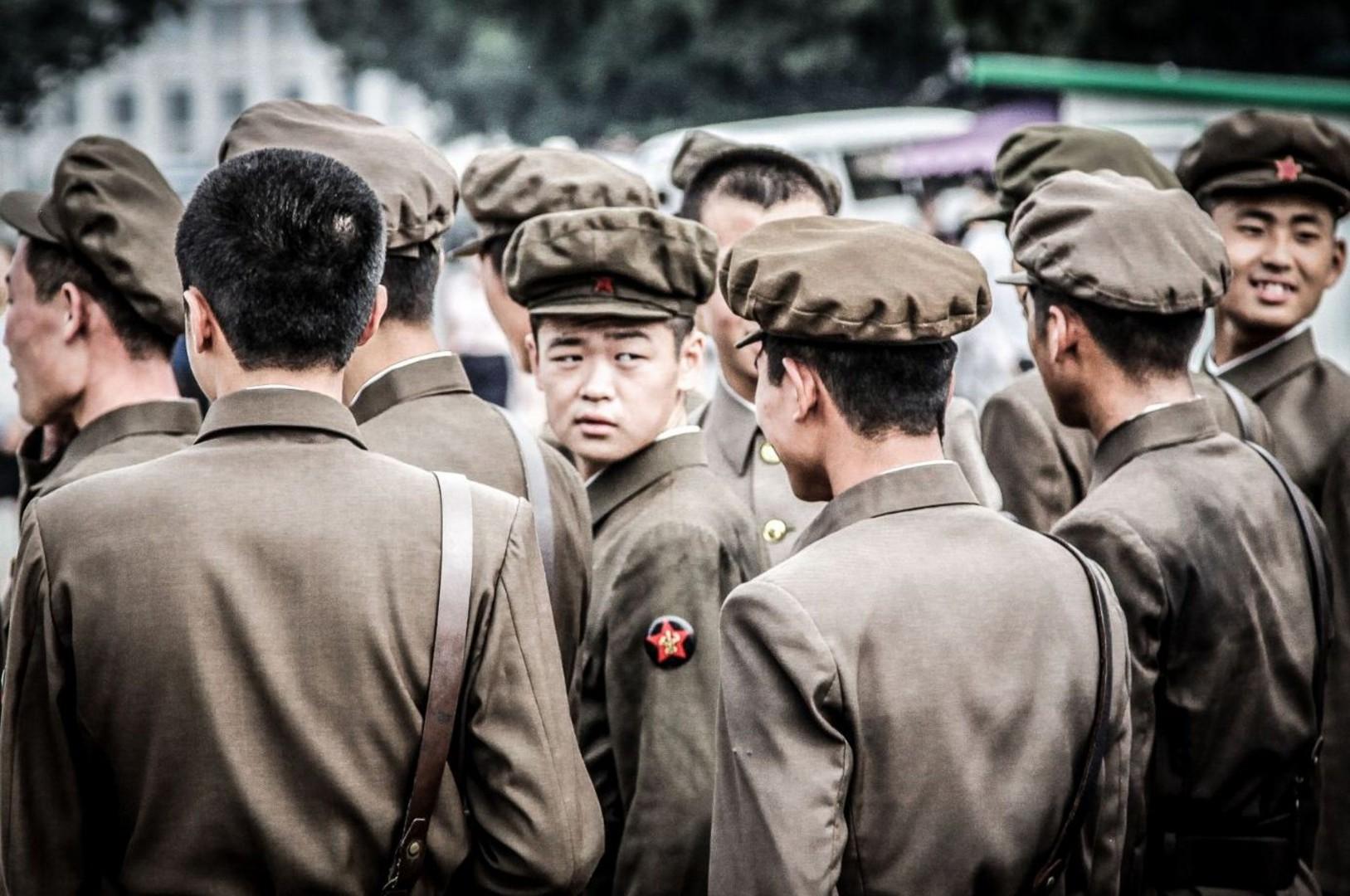 Delle giovani reclute a Pyongyang in Corea del Nord (Foto di Gianluca Pardelli)