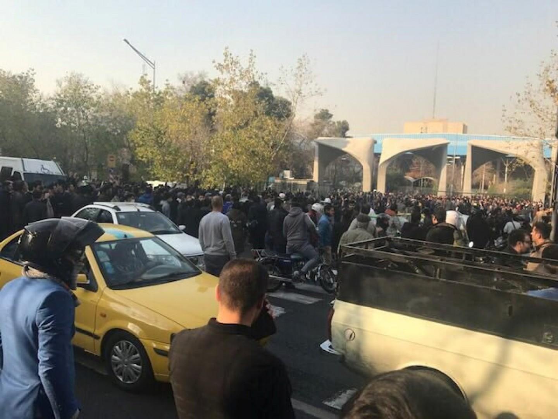 Le proteste in Iran (LaPresse)Le proteste in Iran (LaPresse)