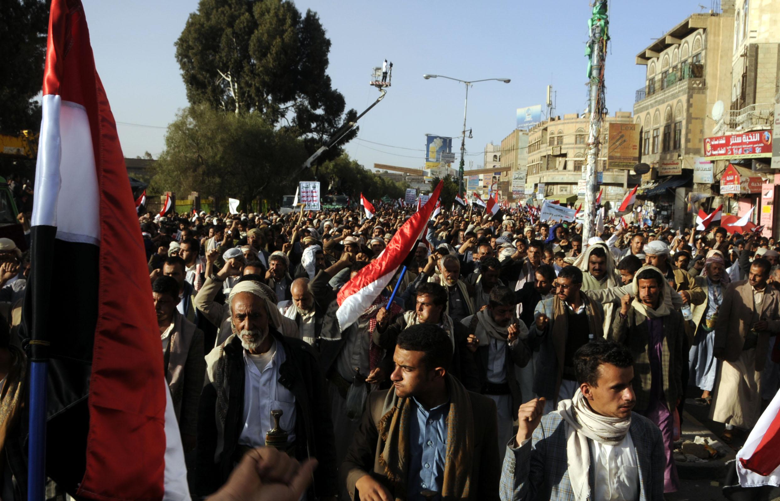 Gli yemeniti in piazza a quattro anni dall'inizio della rivolta (LaPresse)