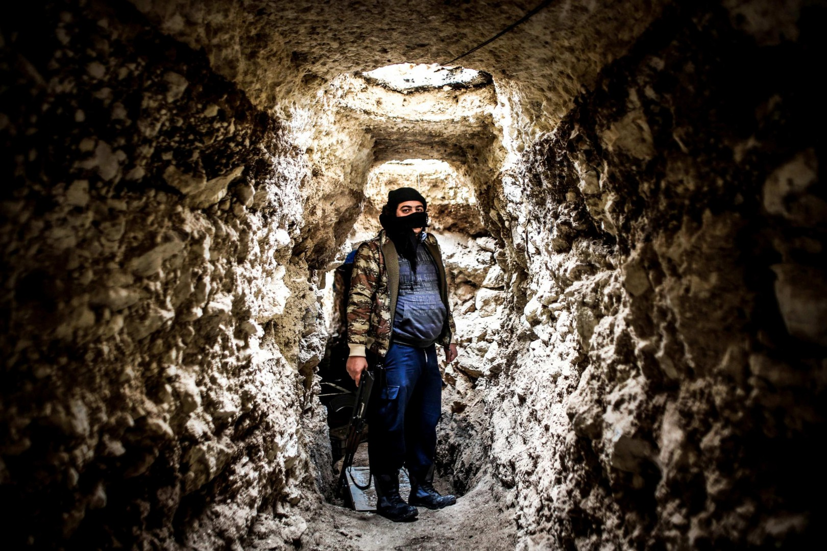 Member of al-Qaeda with covered face from different nationalities, inside a tunnel in area called the Air Force Intelligence in Aleppo fighting with al-Assad's army elements in the front  line. (Photo by Ibrahim Khader / Pacific Press) Lapresse Only italyMembri di al-Qaeda con il volto coperto ad Aleppo in Siria