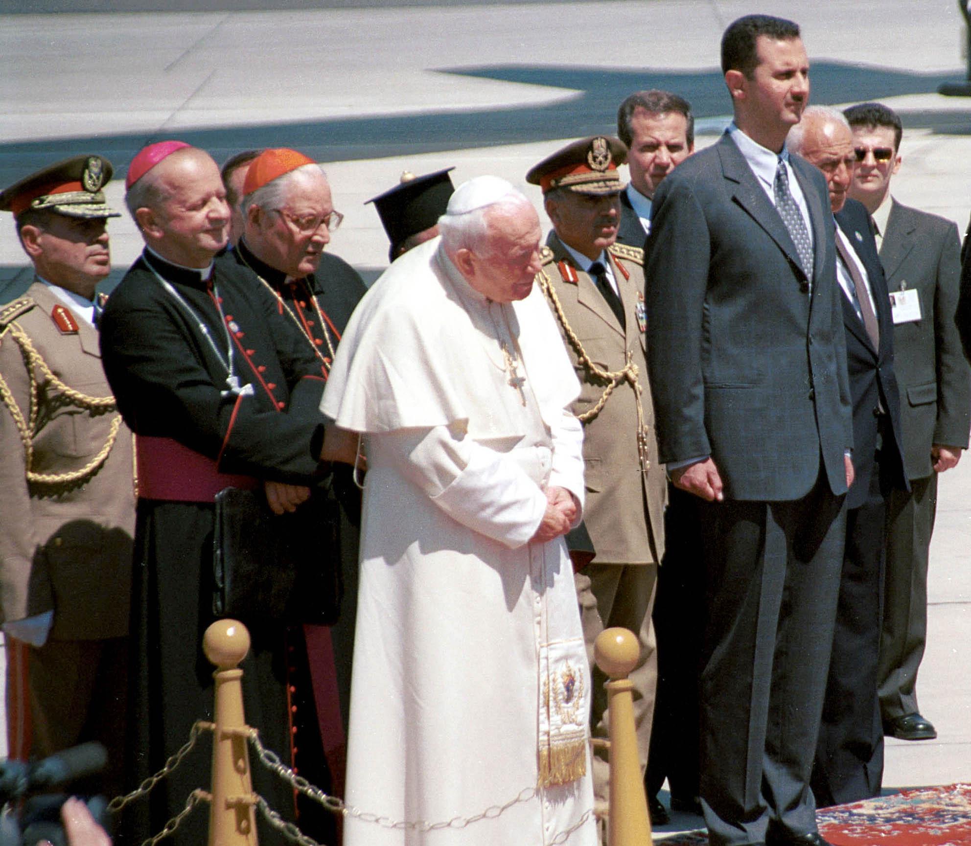 Papa Giovanni Paolo II e Bashar al Assad (LaPresse)