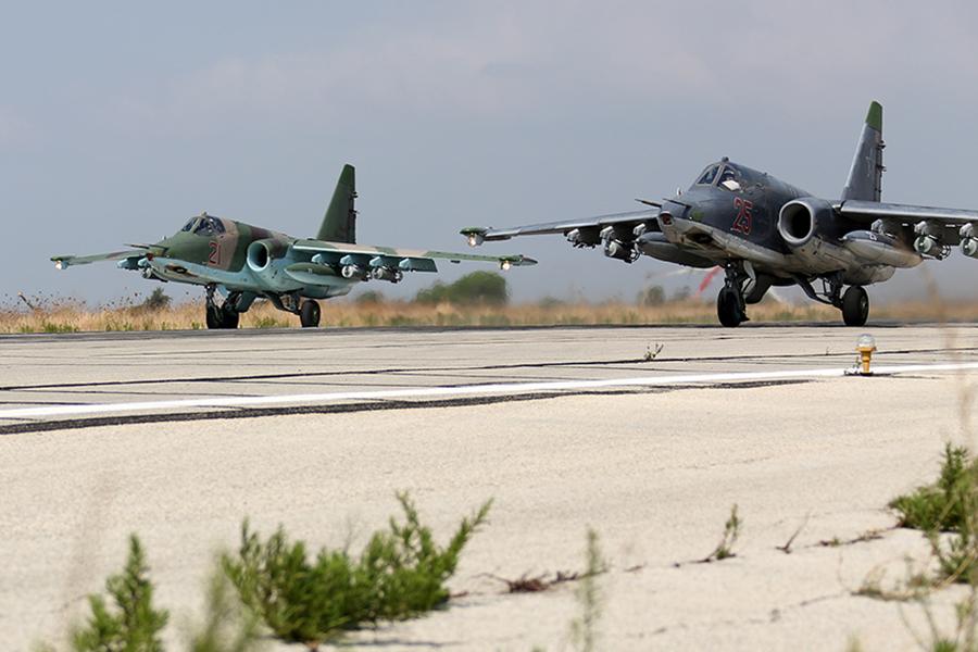 Russian_Sukhoi_Su-25_at_Latakia_(2)