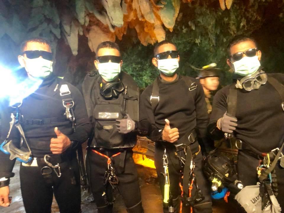 Gli ultimi uomini dei Navy Seals thailandesi ad uscire dalla grotta