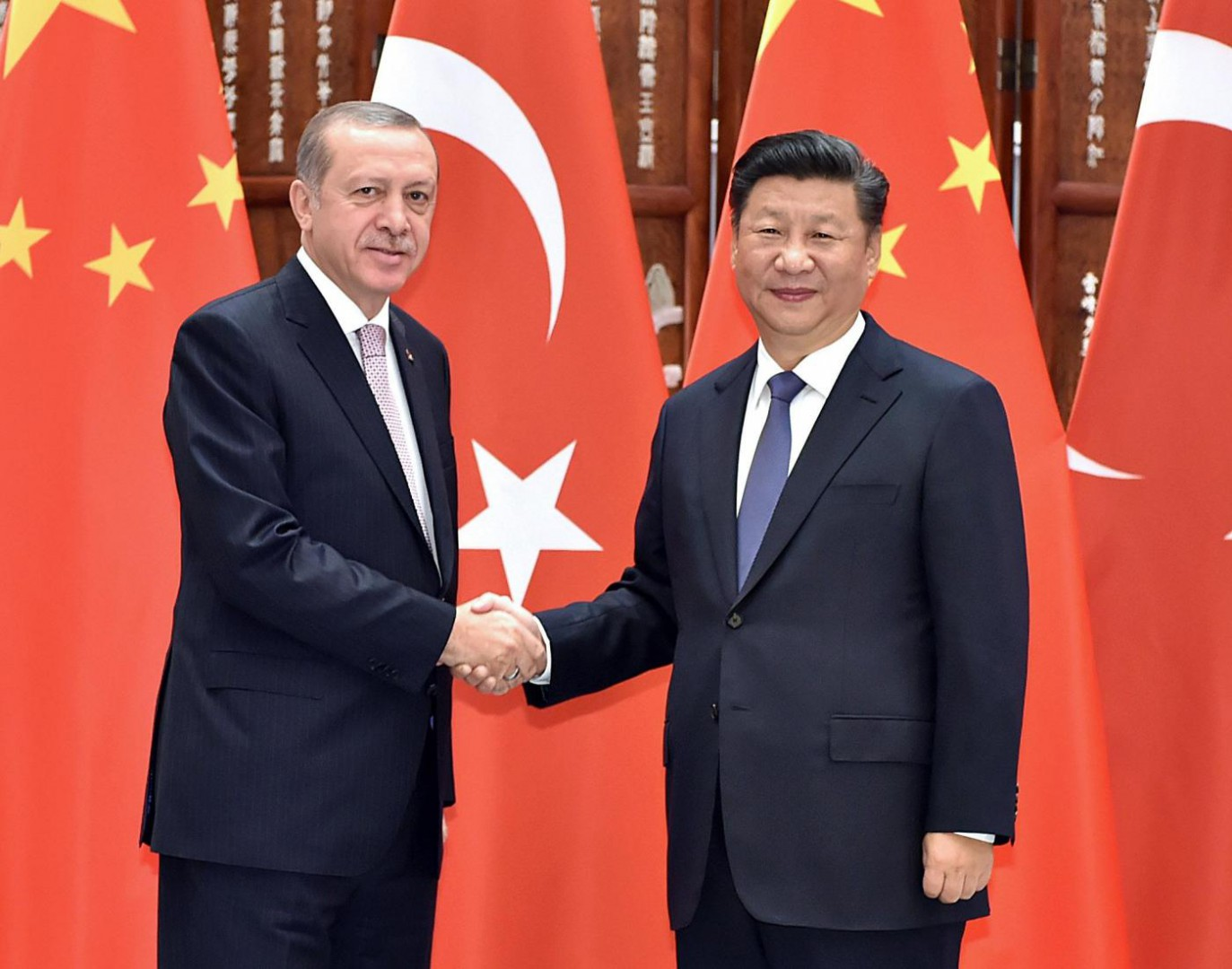(160903) -- HANGZHOU, Sept. 3, 2016 (Xinhua) -- Chinese President Xi Jinping (R) meets with his Turkish counterpart Recep Tayyip Erdogan who came to Hangzhou to attend the G20 Summit in Hangzhou, capital city of east China's Zhejiang Province, Sept. 3, 2016. (Xinhua/Li Tao)(mp)