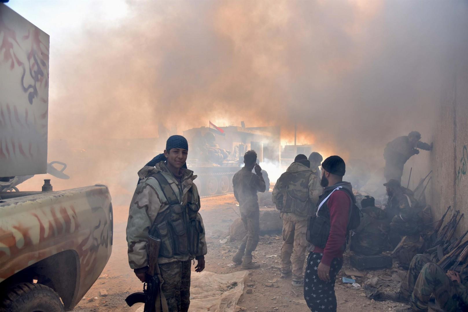 I soldati governativi si preparano per la battaglia di Idlib (LaPresse)