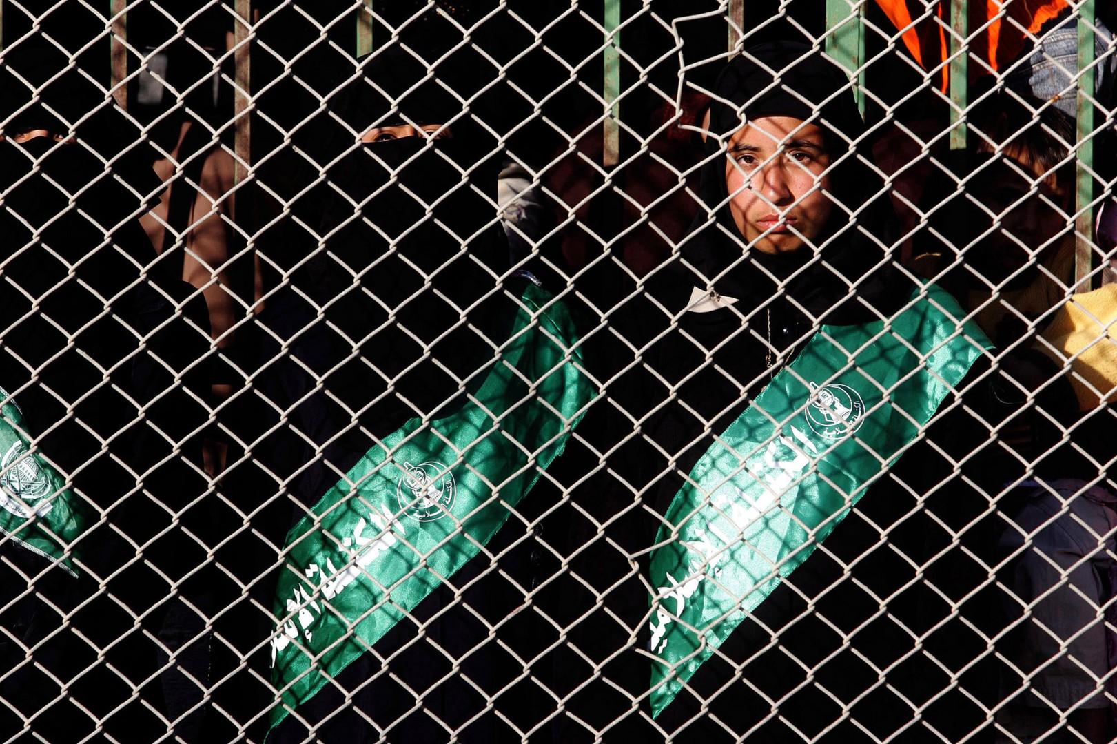Una sostenitrice di Hamas nella striscia di Gaza (LaPresse)
