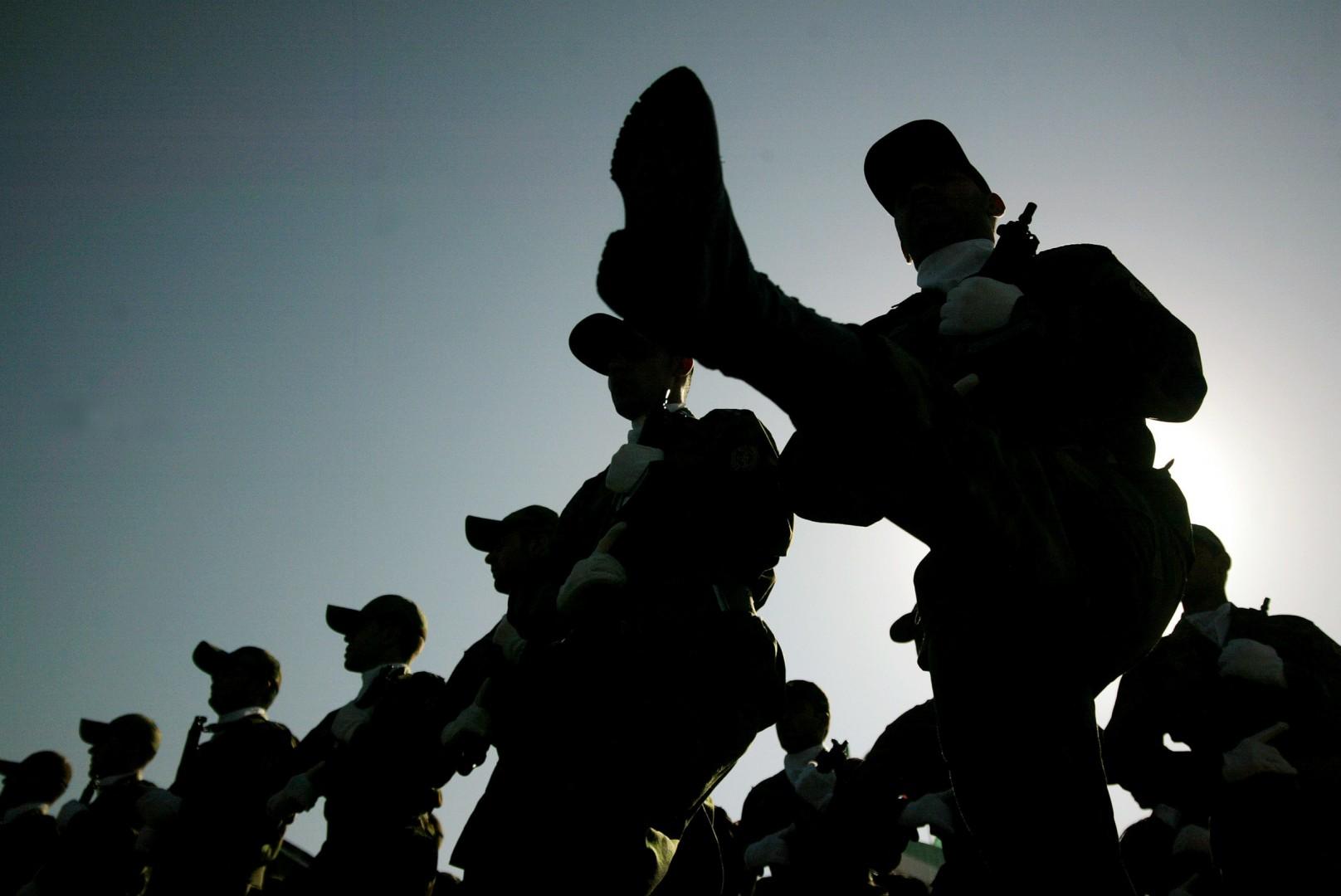 La parata dei soldati in Iran (LaPresse)