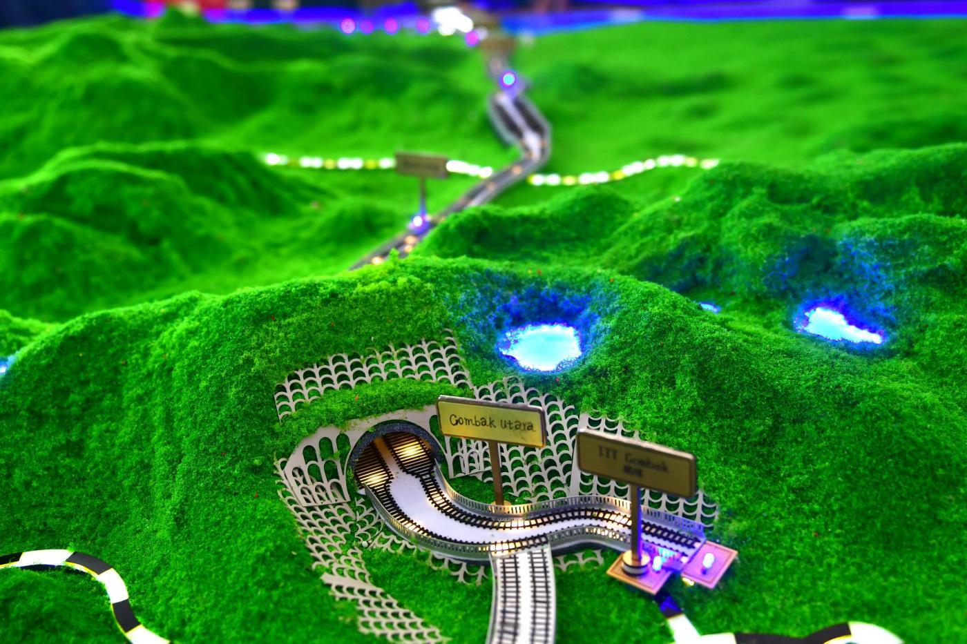 Il plastico della ferrovia che collegherà Cina e Malesia nella Nuova via della seta (LaPresse)