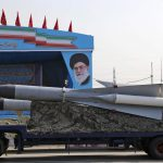 L'Iran manda un messaggio ai nemici <br>Ecco cosa c'è dietro il test missilistico