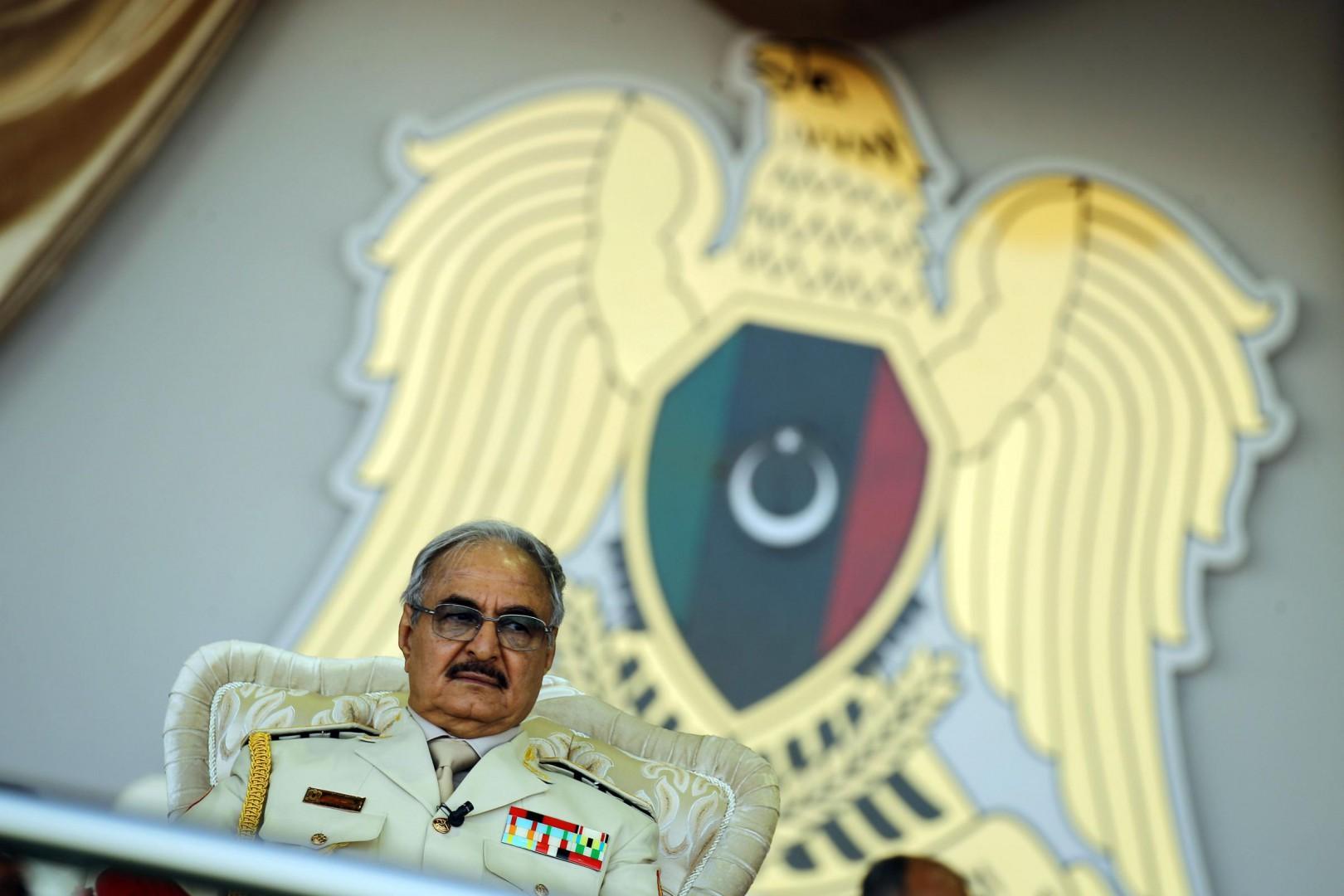 Il generale Khalifa Haftar a una parata in Libia (LaPresse)
