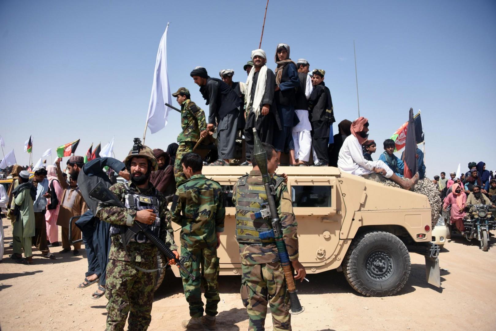 I talebani siglano la tregua con il governo in Afghanistan (LaPresse)