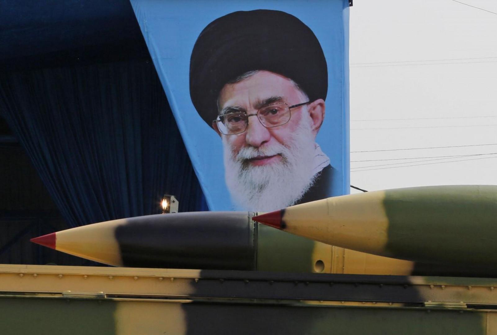 Un missile durante una parata in Iran (LaPresse)
