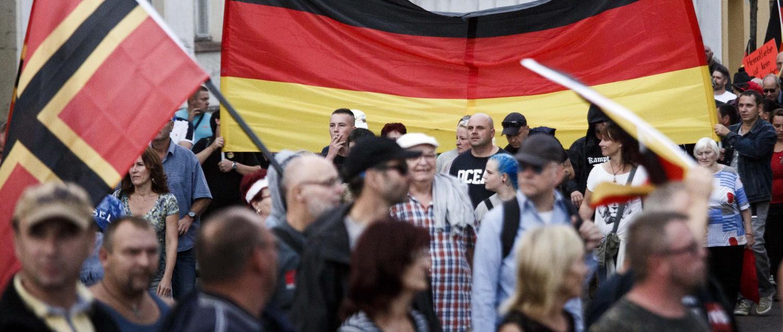 """""""Troppi morti per mano dei migranti""""<br>I tedeschi si ribellano alla Merkel"""