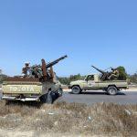 """""""La Francia punta al petrolio <br> Così vuole toglierci la Libia"""""""