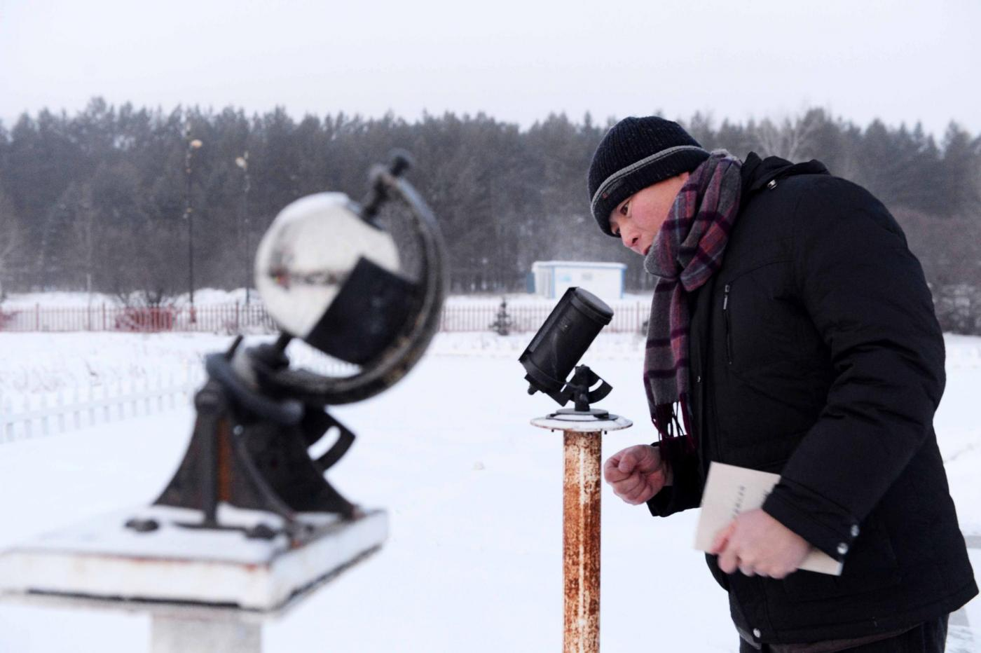 """(160201) -- BEIJICUN, Feb. 1, 2016 (Xinhua) -- Meteorological observer Guo Dayong checks an observation facility in the town of Beijicun, or """"North Pole Village"""", in northeast China's Heilongjiang Province, Jan. 31, 2016. Beijicun, a small town in China's northernmost county of Mohe, is one of the coldest places in the country. The lowest temperature ever recorded here was minus 52.3 degrees Celsius. Only four people work at the Beijicun National Meteorological Observation Station now. (Xinhua/Wang Kai) (wyo)"""