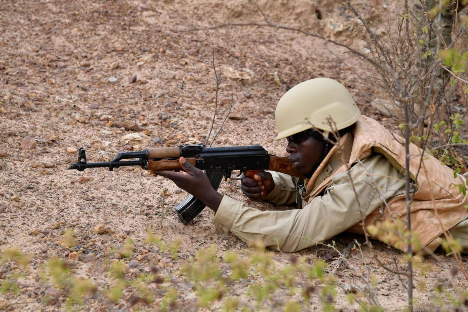 Un soldato del Burkina Faso (LaPresse)