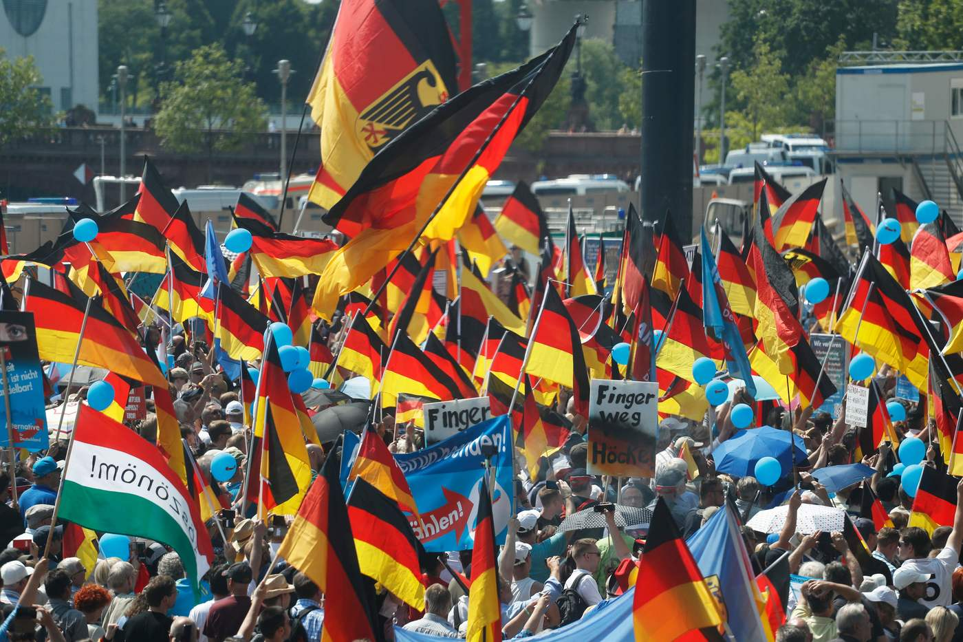 "Alternative for Germany (AfD)'s demonstrators holding placards and German flags gather at the main station in Berlin to attend the ""demonstration for the future of Germany"" called by the far-right AfD in Berlin on May 27, 2018.  The police estimates 2000 to 2500 people attending the AfD demonstration in front of the main station in Berlin. / AFP PHOTO / Odd ANDERSEN"