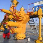 Merkel in bilico tra due fronti: <br>compra gas Usa e non chiude a Putin
