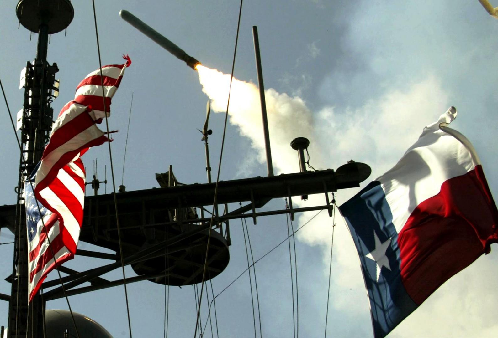 ©GREG GEISENG/LAPRESSE ESTERO, GUERRA 25-03-2003   MAR ROSSO ATTACCO IN IRAQ UN MISSILE CRUISE TOMAHAWK LANCIATO DALLA NAVE STATUNITENSE AEGIS USS SAN JACINTO