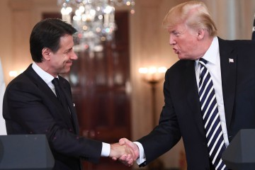US President Donald Trump and Italian Prime Minister Giuseppe Conte shake hands as they hold a joint press conference in the East Room of the White House in Washington, DC, July 30, 2018. / AFP PHOTO / SAUL LOEB