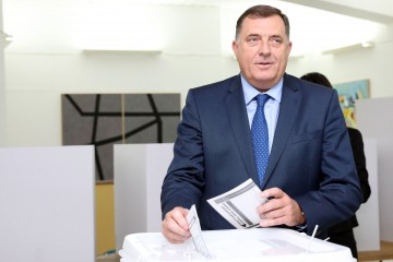 Bosnian-Serb candidate for Bosnia and Herzegovina's tripartite Presidency in the next term in office, Milorad Dodik, casts his ballot, at a voting station in Laktasi, on October 7, 2018, as Bosnia and Herzegovina holds it's general elections. - Bosnians started voting for leaders who will steer the future of their poor and splintered nation, where politicians are still fanning the divisive nationalism that fuelled its 1990s war. (Photo by Milan RADULOVIC / AFP)